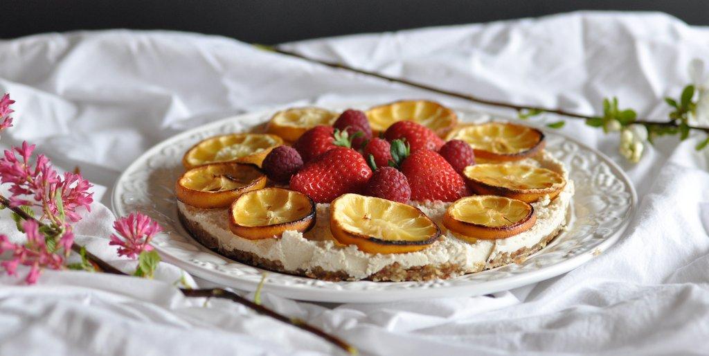 """Raw Lemon """"Cheese"""" Cake – with Summer Berries"""
